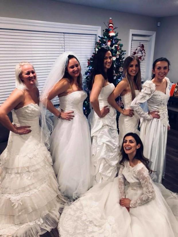 """Ngày ly hôn, người phụ nữ cùng hội bạn thân mặc váy cưới, mỗi người một chai rượu """"quậy tới bến"""" - Ảnh 2."""
