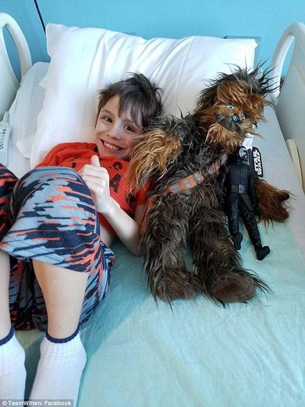 Cậu bé 8 tuổi mất khả năng vận động và ngôn ngữ chỉ vì virus cúm tấn công - Ảnh 3.