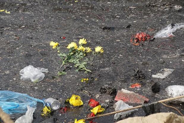 Sông Hồng ô nhiễm nặng sau ngày cúng Táo quân - Ảnh 4.