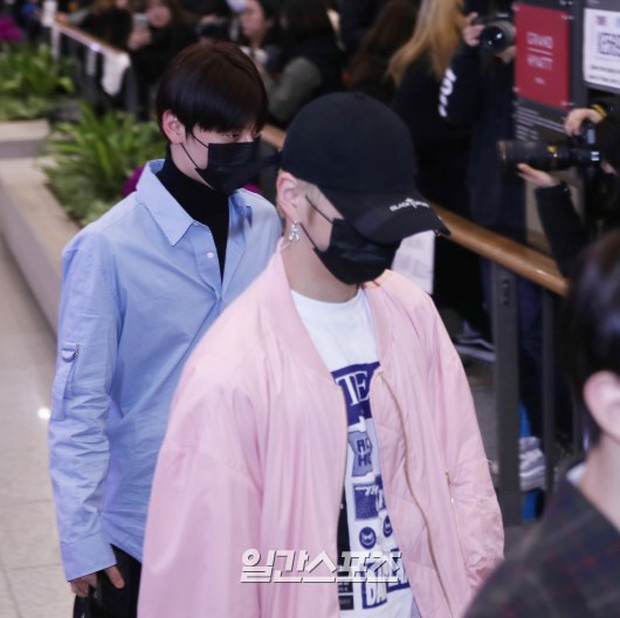 Dàn trai đẹp Wanna One khiến sân bay náo loạn vì chật kín fan, mỹ nam nhóm NUEST lại đẹp hơn cả con gái - Ảnh 10.