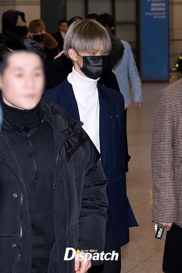 Dàn trai đẹp Wanna One khiến sân bay náo loạn vì chật kín fan, mỹ nam nhóm NUEST lại đẹp hơn cả con gái - Ảnh 17.