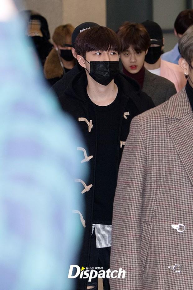 Dàn trai đẹp Wanna One khiến sân bay náo loạn vì chật kín fan, mỹ nam nhóm NUEST lại đẹp hơn cả con gái - Ảnh 18.