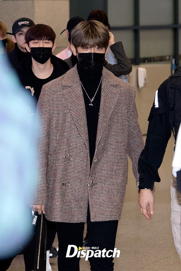 Dàn trai đẹp Wanna One khiến sân bay náo loạn vì chật kín fan, mỹ nam nhóm NUEST lại đẹp hơn cả con gái - Ảnh 16.