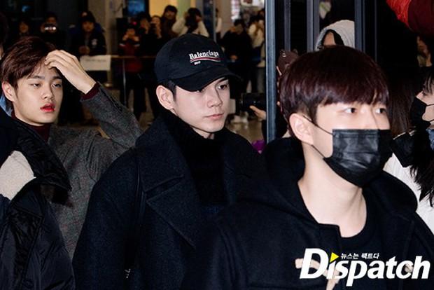 Dàn trai đẹp Wanna One khiến sân bay náo loạn vì chật kín fan, mỹ nam nhóm NUEST lại đẹp hơn cả con gái - Ảnh 3.