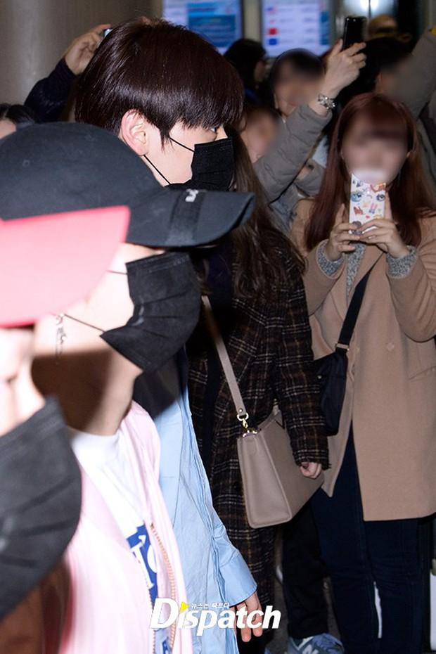 Dàn trai đẹp Wanna One khiến sân bay náo loạn vì chật kín fan, mỹ nam nhóm NUEST lại đẹp hơn cả con gái - Ảnh 12.