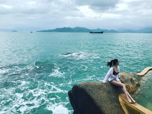 Chân dài Victorias Secret đình đám Sui He bất ngờ khoe loạt ảnh gợi cảm tại Nha Trang - Ảnh 1.
