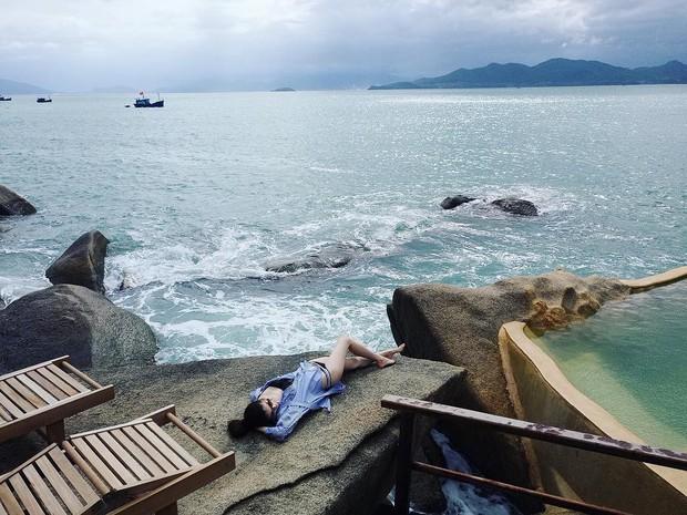 Chân dài Victorias Secret đình đám Sui He bất ngờ khoe loạt ảnh gợi cảm tại Nha Trang - Ảnh 2.