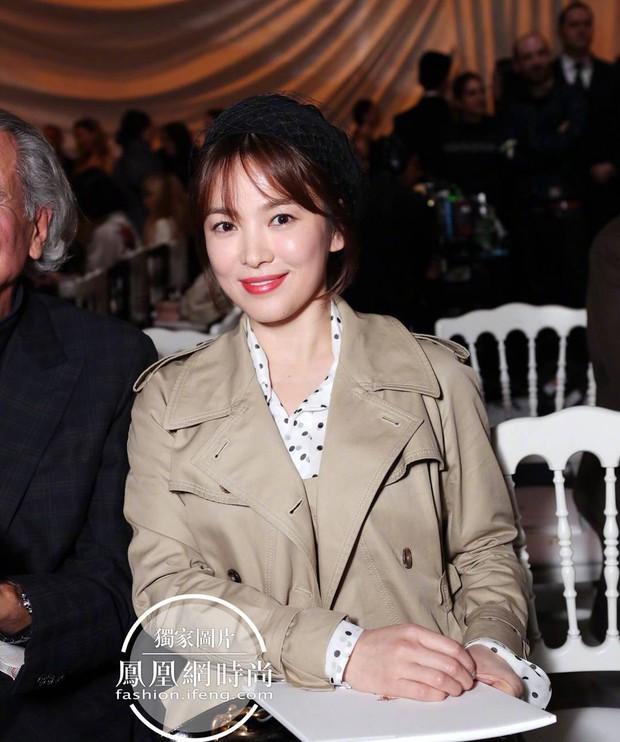 Cùng ông xã Song Joong Ki đến Pháp dự sự kiện, Song Hye Kyo khoe ảnh xinh đẹp như búp bê lên Instagram - Ảnh 4.