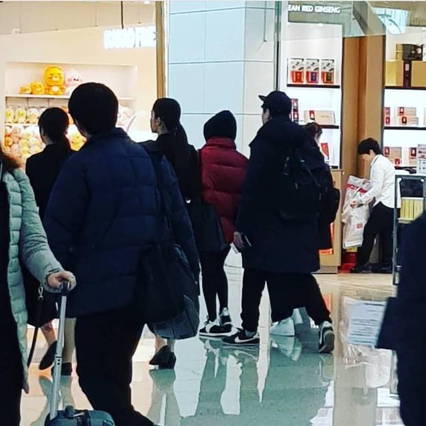 Song Joong Ki và Song Hye Kyo dắt tay nhau tình tứ, lần đầu tiên cùng nhau sang Paris dự một sự kiện - Ảnh 4.