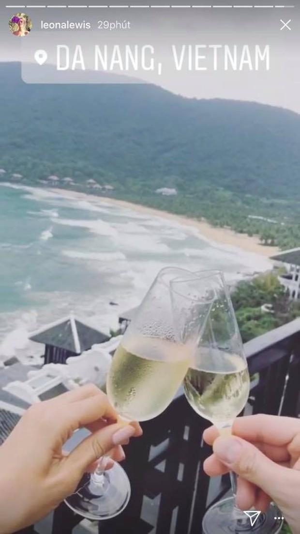 Giọng ca Bleeding Love Leona Lewis bất ngờ đến Đà Nẵng đón năm mới cùng bạn trai - Ảnh 3.