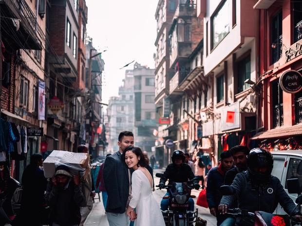 Bộ ảnh cưới không bình thường chút nào ở Nepal của cựu CEO Uber Việt Nam - Ảnh 5.
