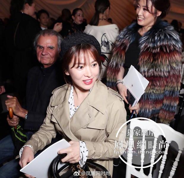 Cùng ông xã Song Joong Ki đến Pháp dự sự kiện, Song Hye Kyo khoe ảnh xinh đẹp như búp bê lên Instagram - Ảnh 5.