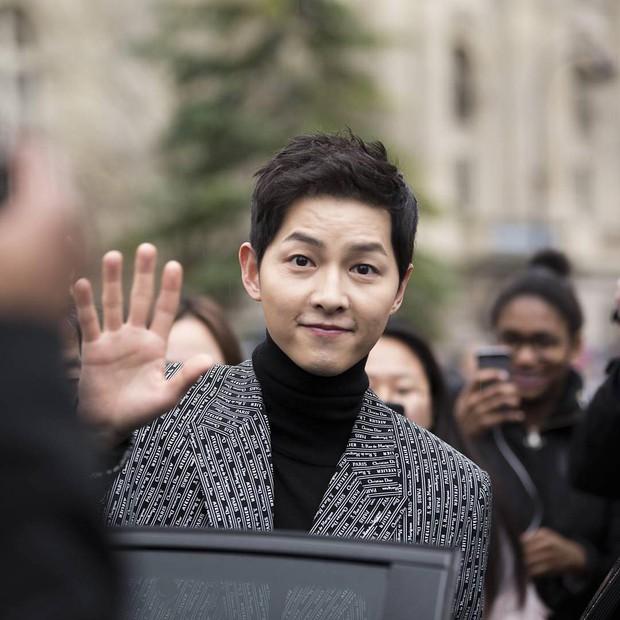Cùng ông xã Song Joong Ki đến Pháp dự sự kiện, Song Hye Kyo khoe ảnh xinh đẹp như búp bê lên Instagram - Ảnh 6.