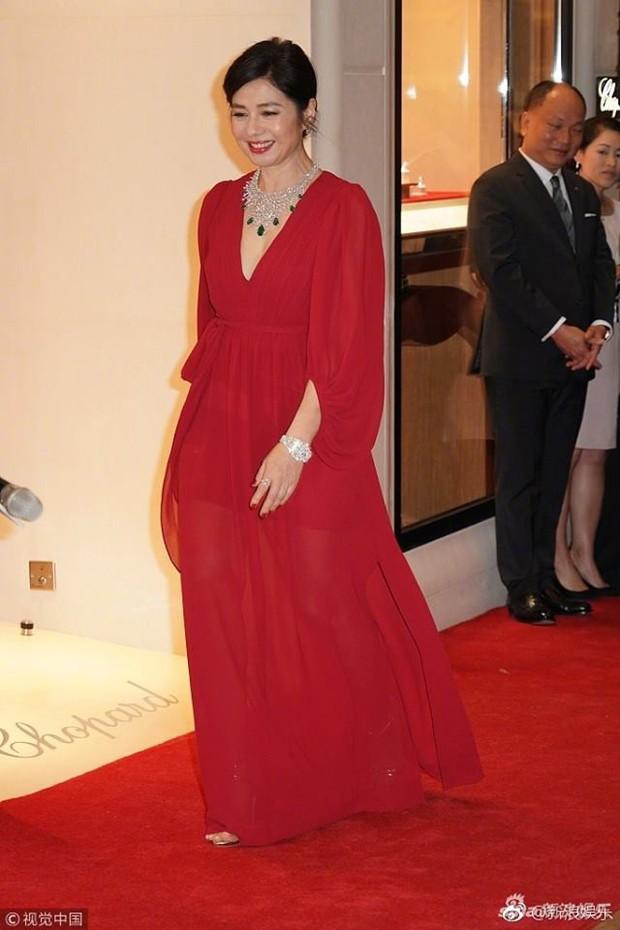 Vẻ đẹp rạng rỡ và khó tin của Marilyn Monroe Hồng Kông Chung Sở Hồng ở tuổi 57 - Ảnh 3.