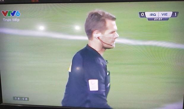 Trọng tài gây phẫn nộ khi thổi phạt đền U23 Việt Nam - Ảnh 2.