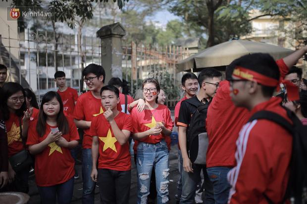 ĐH Bách khoa (Hà Nội): Cổ động viên vỡ òa cảm xúc sau khi Việt Nam chính thức giành vé vào Chung kết U23 châu Á - Ảnh 5.