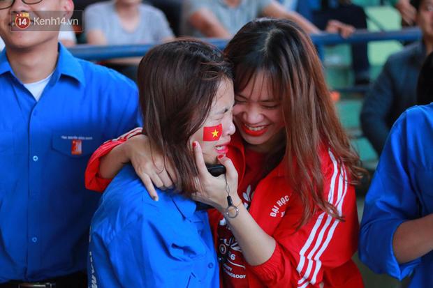 ĐH Bách khoa (Hà Nội): Cổ động viên vỡ òa cảm xúc sau khi Việt Nam chính thức giành vé vào Chung kết U23 châu Á - Ảnh 7.