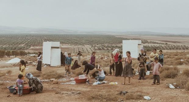 Mai Nguyên Anh: 20 tuổi liều lĩnh sang Syria chụp ảnh chiến trường, 25 tuổi lại đi khắp đất nước chụp 19 nhân vật truyền cảm hứng - Ảnh 4.