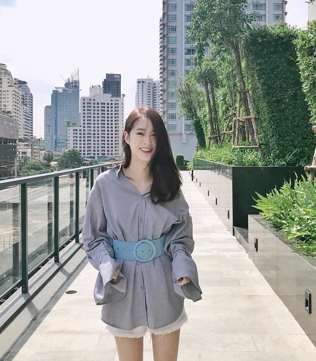 Hot girl diện đồ basic đẹp nhất Thái Lan Pimtha bỗng dưng khiến người ta hết hồn trong bộ váy màu hường lồng lộn - Ảnh 3.