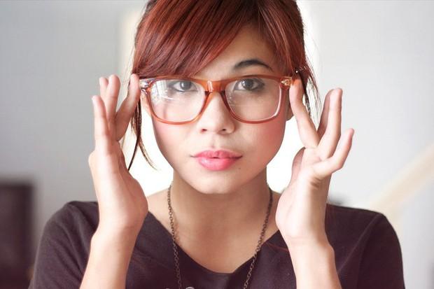 Sai lầm khi đeo kính cận mà hội cận thị cần sửa ngay để không gây tổn hại cho mắt - Ảnh 3.