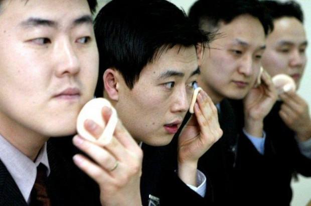 Khi nam giới Hàn cũng trở thành tín đồ của làm đẹp: Những metrosexual không ra đường mà thiếu trang điểm - Ảnh 4.