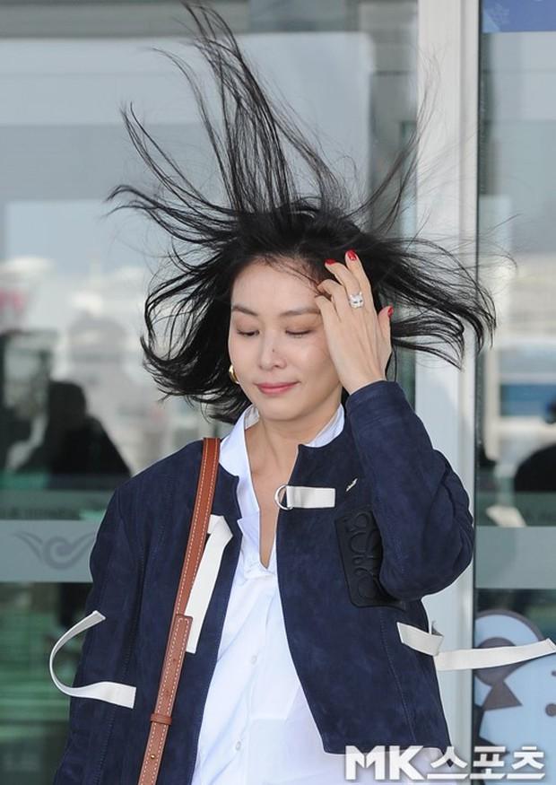 Hoa hậu ngực khủng đọ sắc chị đại Kbiz: Đẹp đẳng cấp, khoe body nuột nà đến khó tin nhưng tóc bay như... gà - Ảnh 19.