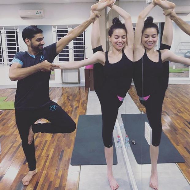 Bạn có biết trình độ yoga của Hà Hồ đỉnh đến thế nào không? - Ảnh 3.