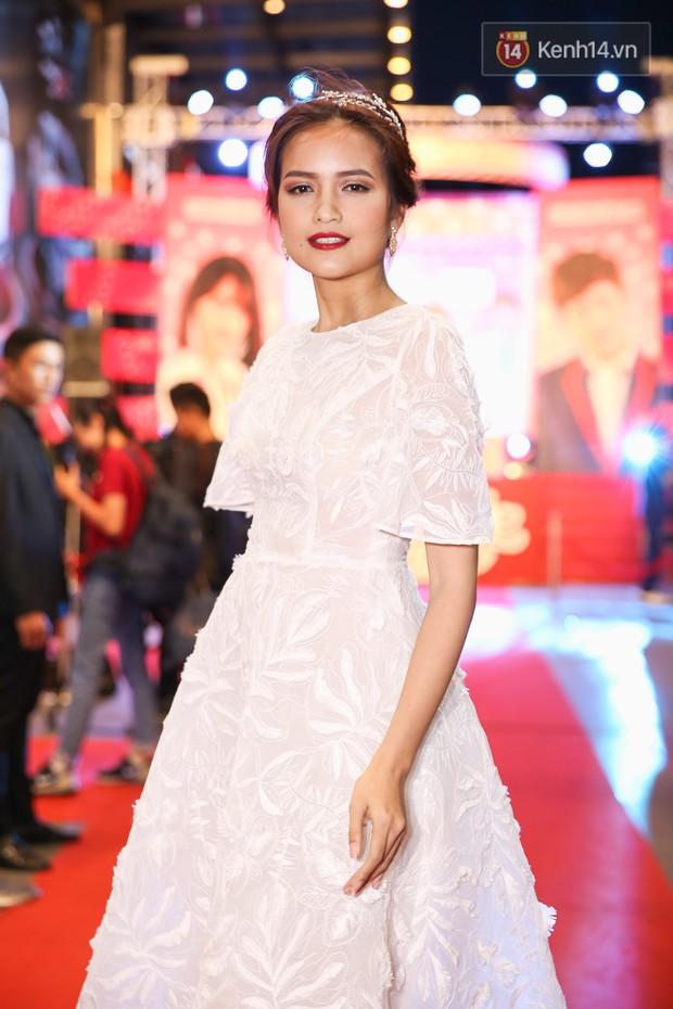 Lan Khuê, Team Sang diện lộng lẫy đến ủng hộ Trương Mỹ Nhân ra mắt phim điện ảnh thứ hai đóng vai chính - Ảnh 12.