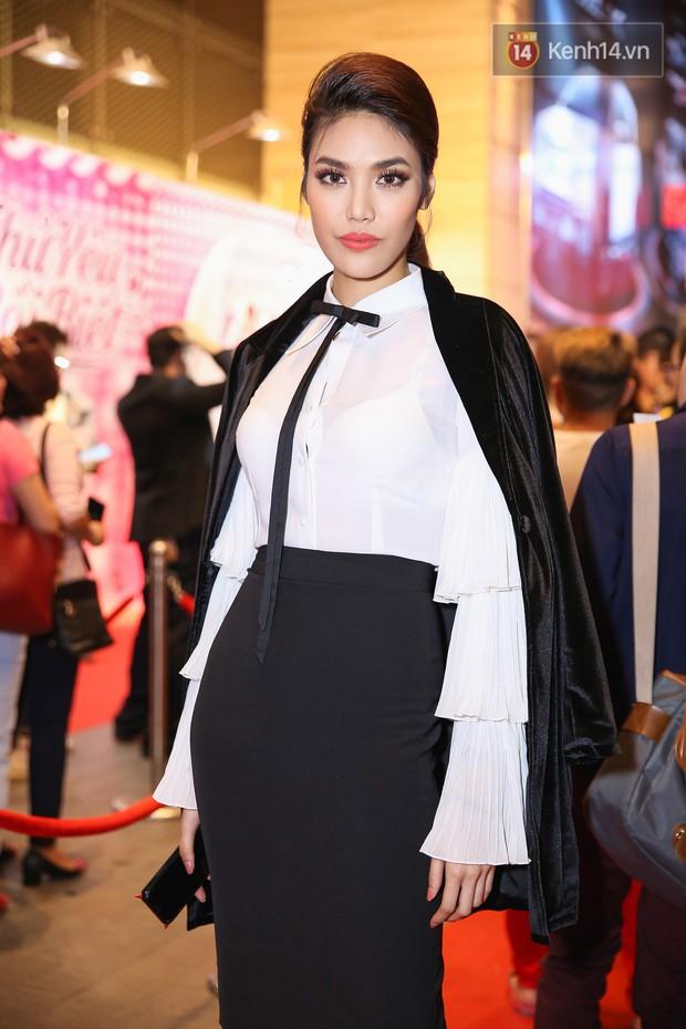 Lan Khuê, Team Sang diện lộng lẫy đến ủng hộ Trương Mỹ Nhân ra mắt phim điện ảnh thứ hai đóng vai chính - Ảnh 3.