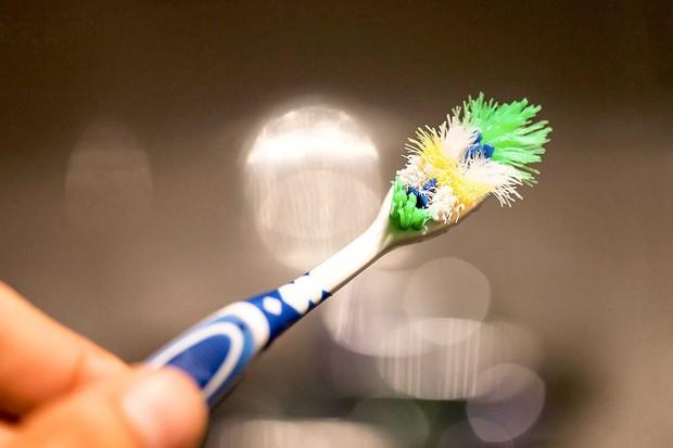 Chải răng tưởng chừng là việc đơn giản, ấy vậy mà hầu hết chúng ta vẫn mắc phải những lỗi này - Ảnh 4.