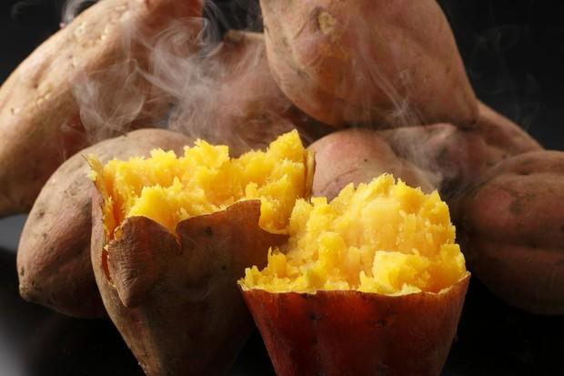 Đây là lý do tại sao khoai lang lại được những người ăn kiêng ưa chuộng đến vậy - Ảnh 2.