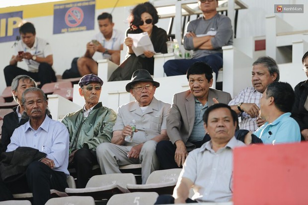 Hồng Duy Pinky và dàn sao U23 Việt Nam của HAGL tạo sức hút khó cưỡng trên sân Pleiku - Ảnh 11.