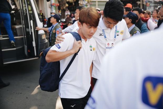 Hồng Duy Pinky và dàn sao U23 Việt Nam của HAGL tạo sức hút khó cưỡng trên sân Pleiku - Ảnh 6.