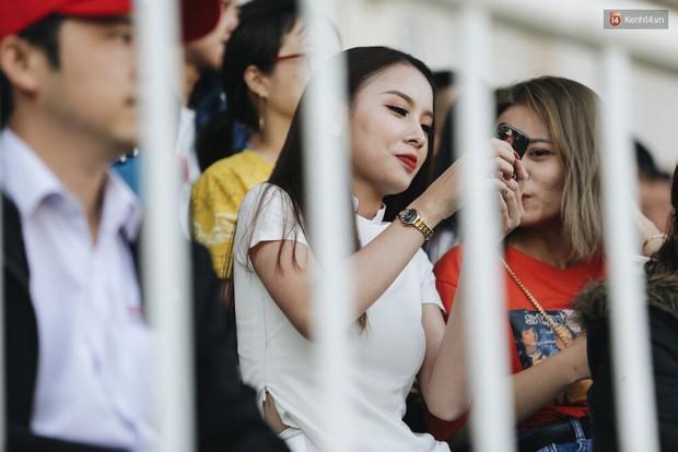 Hồng Duy Pinky và dàn sao U23 Việt Nam của HAGL tạo sức hút khó cưỡng trên sân Pleiku - Ảnh 10.