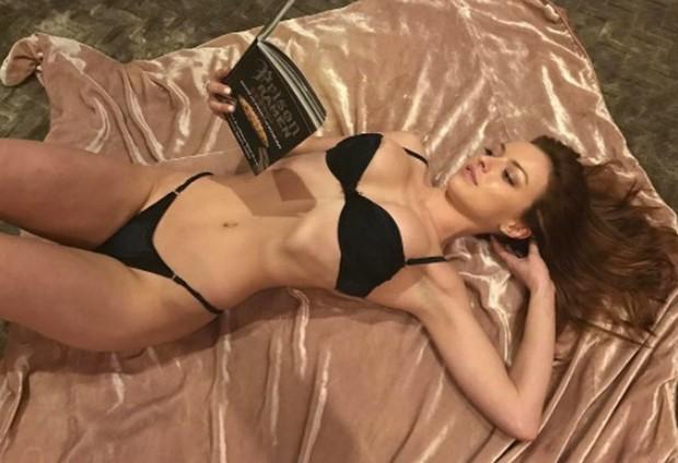 Không chỉ để ngủ, giường còn là thiên đường sống ảo cho các mỹ nhân showbiz khoe body bốc lửa nhất - Ảnh 18.