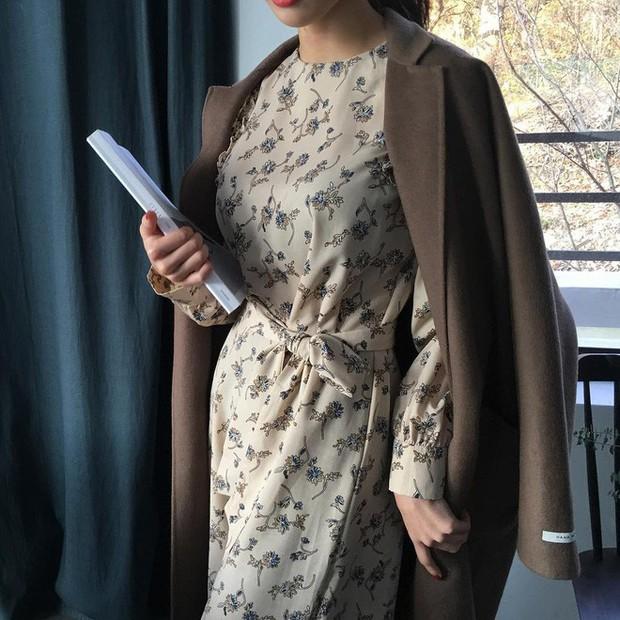 Cứ đến đầu mùa Xuân/Hè là những thiết kế váy hoa lại rộ lên với đủ mọi kiểu dáng - Ảnh 24.