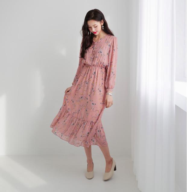 Cứ đến đầu mùa Xuân/Hè là những thiết kế váy hoa lại rộ lên với đủ mọi kiểu dáng - Ảnh 5.