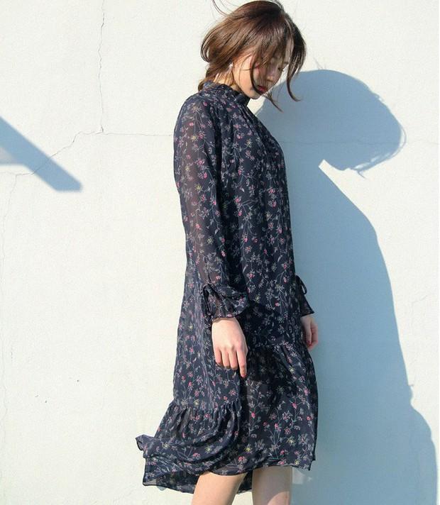 Cứ đến đầu mùa Xuân/Hè là những thiết kế váy hoa lại rộ lên với đủ mọi kiểu dáng - Ảnh 7.