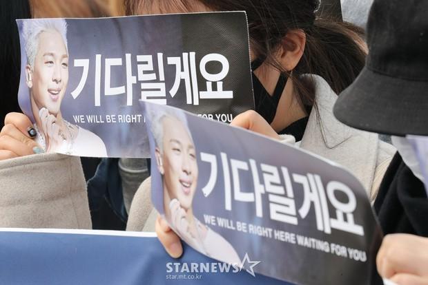 Taeyang nhập ngũ: Từ mặt mộc đến thời trang đều khiến fan mãn nhãn, vợ Min Hyo Rin hứa đến tiễn chồng - Ảnh 17.