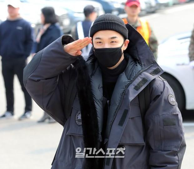 Taeyang nhập ngũ: Từ mặt mộc đến thời trang đều khiến fan mãn nhãn, vợ Min Hyo Rin hứa đến tiễn chồng - Ảnh 6.