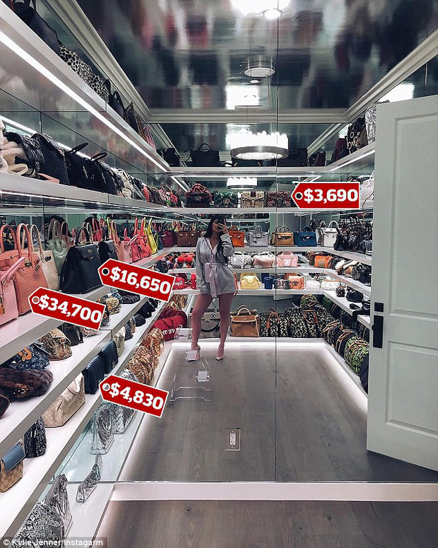 Đẳng cấp giàu có của Kylie Jenner ở tuổi 20: Chỉ bộ sưu tập túi xách đã có giá tới 22 tỷ đồng! - Ảnh 1.