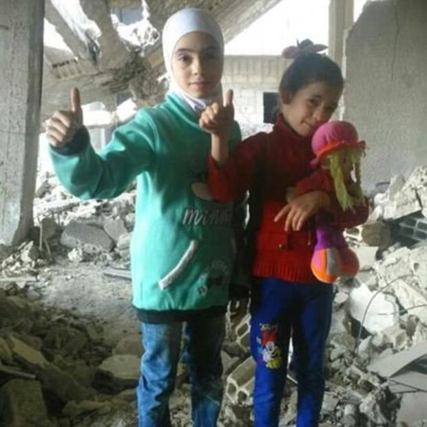 Hãy giúp chúng cháu, lời kêu gọi đầy ám ảnh của 2 bé gái ở nơi tàn khốc nhất thế giới - Ảnh 1.