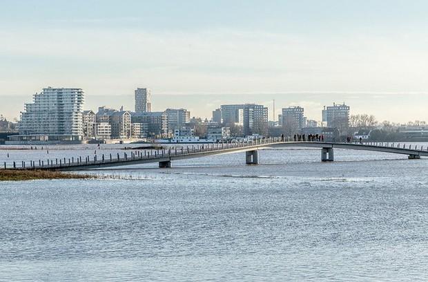 Cây cầu cực dị cực kỳ quái của Hà Lan: Cứ mưa là phải... ngập - Ảnh 5.