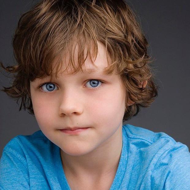 Chân dung trai đẹp không góc chết Levi Miller trong A Wrinkle in Time - Ảnh 2.