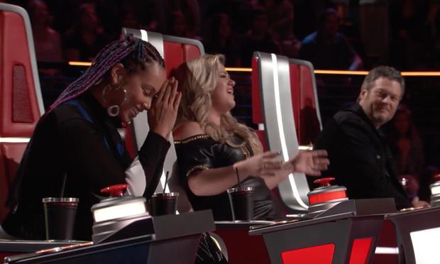 Kelly Clarkson là Huấn luyện viên dùng nút chặn oách nhất The Voice Mỹ! - Ảnh 4.