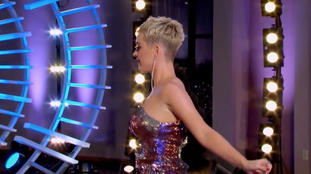 Nhảy quá sung, Katy Perry lỡ lộ hàng trên sóng American Idol - Ảnh 3.