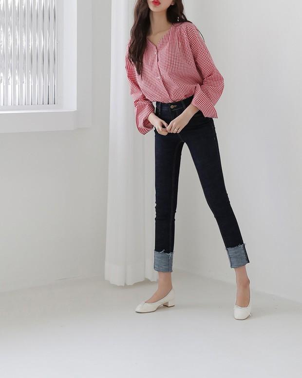 Sắm gì thì sắm, tủ đồ của bạn nên có đủ 4 kiểu quần jeans này để không bao giờ phải lo không có gì để mặc - Ảnh 2.