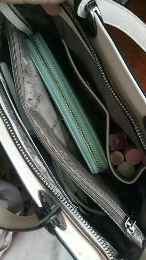 Bên trong những chiếc túi của hội chị em là cả một cửa tiệm tạp hóa cái gì cũng có - Ảnh 7.