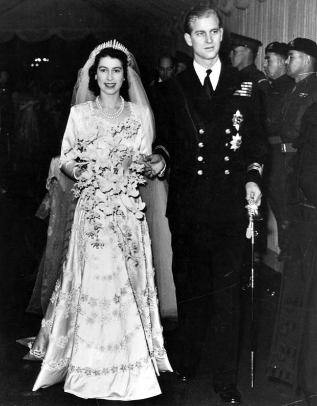 Ý nghĩa ẩn chứa đằng sau bó hoa cưới của các cô dâu Hoàng gia Anh - Ảnh 2.