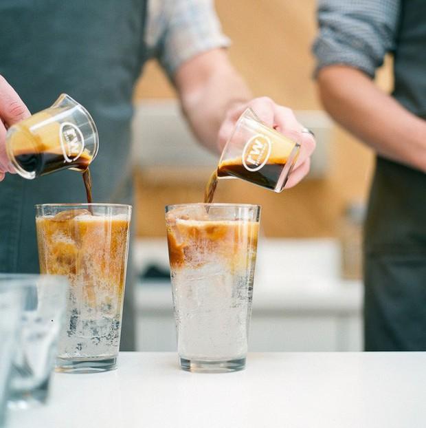 Vòng quanh thế giới đi tìm những món cafe độc đáo nhất: Cafe pha với than hồng, pho mát - Ảnh 16.